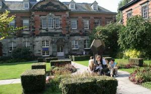 University of Dundee - выдающиеся возможности для занятия биологией