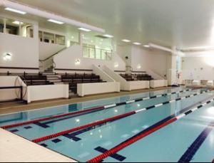 Alleyn's School 25-метровый бассейн и зрительские трибуны