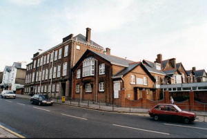 Queen Elizabeth Girls' School - бесплатная школа Лондона для девочек 11-18 лет